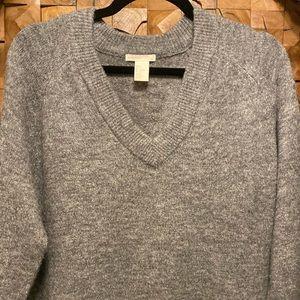 H& M Vneck sweater